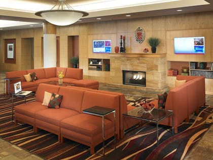Lobby Sitting Area | Kingsgate Hotel and Conference Center