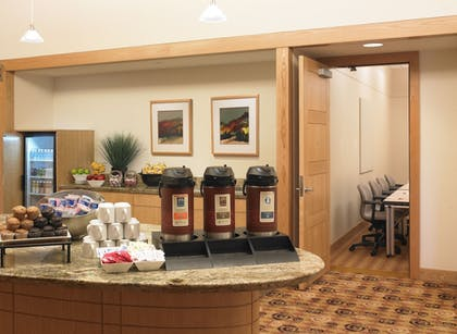 Breakfast Area | Kingsgate Hotel and Conference Center