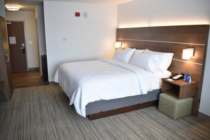 Guestroom | Holiday Inn Express And Suites Boston South - Randolph