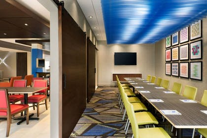 Breakfast Area | Holiday Inn Express And Suites Boston South - Randolph