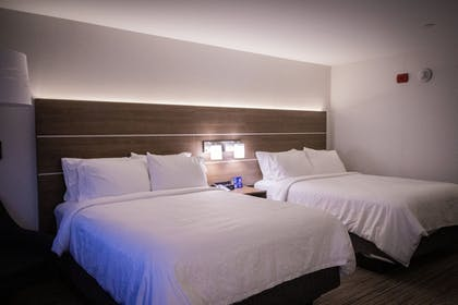 Room | Holiday Inn Express And Suites Boston South - Randolph