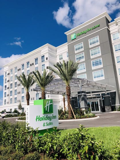 Exterior | Holiday Inn & Suites Orlando - International Dr S