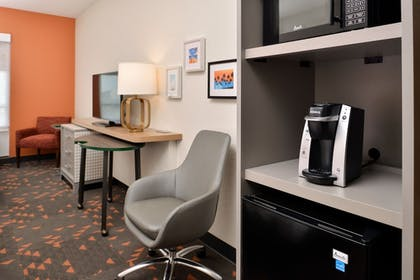 Living Area | Holiday Inn & Suites Orlando - International Dr S
