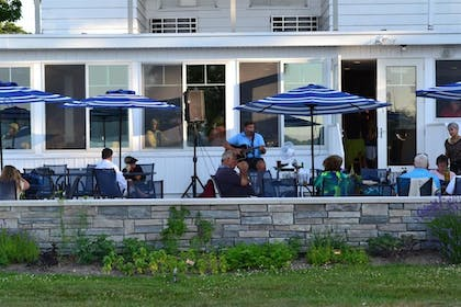 Terrace/Patio | Buzz's Lakeside Inn
