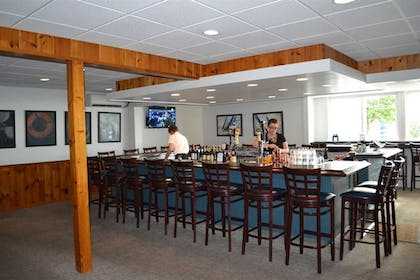 Hotel Bar | Buzz's Lakeside Inn