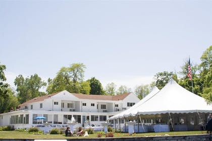 Exterior | Buzz's Lakeside Inn