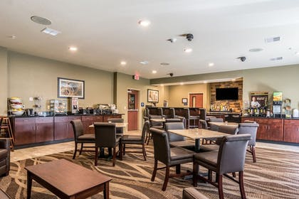 Breakfast Area | Cobblestone Hotel and Suites Torrington
