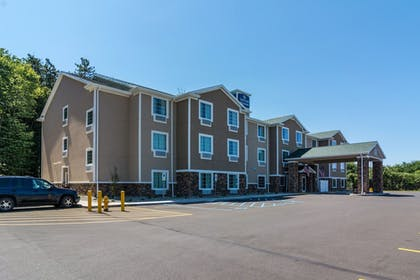 Front of Property | Cobblestone Hotel and Suites Torrington