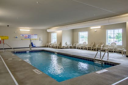 Pool | Cobblestone Hotel and Suites Torrington