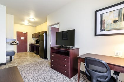 Living Area | Cobblestone Hotel and Suites Torrington