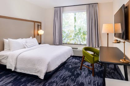 Guestroom | Fairfield Inn & Suites by Marriott Fort Worth Southwest at Cityview