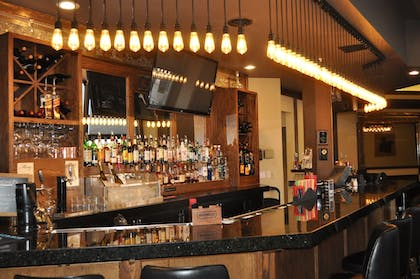 Sports Bar | Seaport Inn and Suites