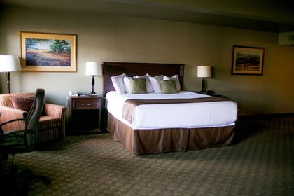Guestroom | Seaport Inn and Suites