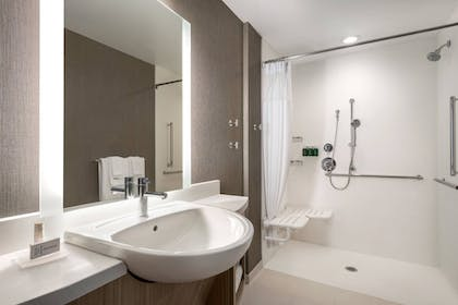 Bathroom | SpringHill Suites by Marriott Milwaukee West/Wauwatosa