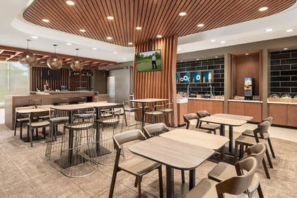 Restaurant | SpringHill Suites by Marriott Milwaukee West/Wauwatosa