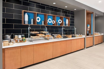 Breakfast Area | SpringHill Suites by Marriott Milwaukee West/Wauwatosa