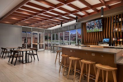 Bar | SpringHill Suites by Marriott Milwaukee West/Wauwatosa