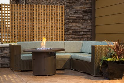 Outdoor Dining | Best Western Premier Hotel at Fisher's Landing