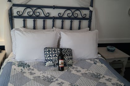 Guestroom | The Bent Elbow Hotel and Restaurant