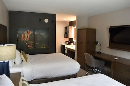 Guestroom | Zion Canyon Lodge