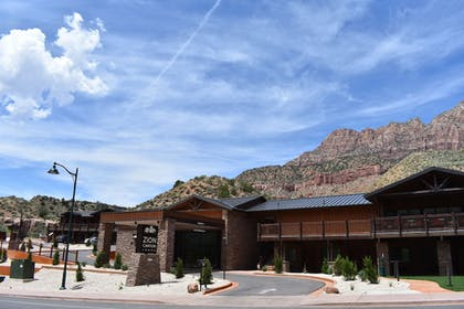 Hotel Front | Zion Canyon Lodge