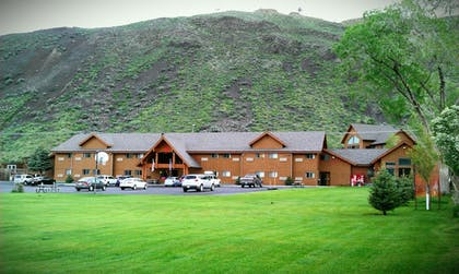 Featured Image   Yellowstone Village Inn and Suites