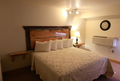 Guestroom | Yellowstone Village Inn and Suites