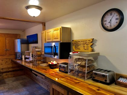 Food and Drink | Yellowstone Village Inn and Suites