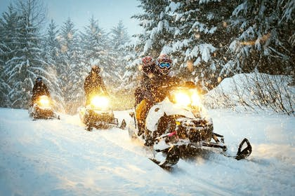Snowmobiling | Coadys' Point of View Lake Resort
