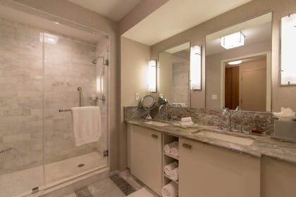 Bathroom | Luxury Beachfront Studio-with Daily Cleaning
