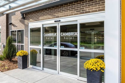 Property Entrance | Cambria Hotel Milwaukee Downtown