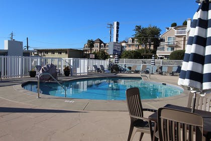 Outdoor Pool | Edgewater Beach inn and suites