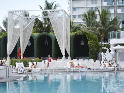 Pool | Miami World Rental - Mondrian 608