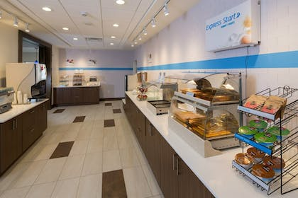 Restaurant | Holiday Inn Express & Suites Ely
