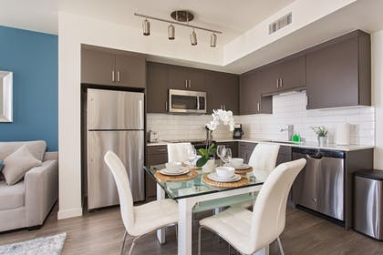 In-Room Dining   Brand New Downtown LA Luxury Apartment