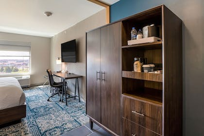 Guestroom | Four Points by Sheraton Elkhart