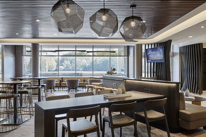 Bar | SpringHill Suites by Marriott Oakland Airport