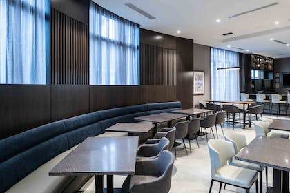 Breakfast Area | Holiday Inn Express Boston South - Quincy