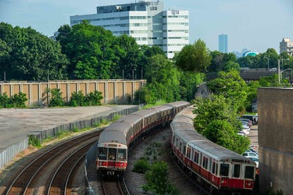 Train Station Shuttle | Holiday Inn Express Boston South - Quincy