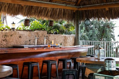 Beach Bar | Grassy Flats Resort & Beach Club