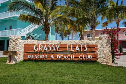 Hotel Front | Grassy Flats Resort & Beach Club