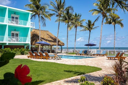 Outdoor Pool | Grassy Flats Resort & Beach Club