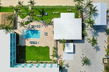 Terrace/Patio | Grassy Flats Resort & Beach Club