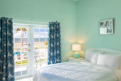 Guestroom | Grassy Flats Resort & Beach Club