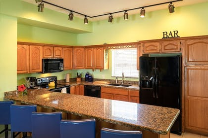 In-Room Kitchen | Grassy Flats Resort & Beach Club