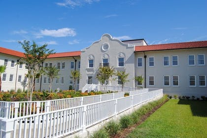 Front of Property   Oasis Resort Gulfport