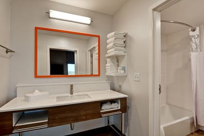 Bathroom Sink | Hampton Inn & Suites Tucson Tech Park
