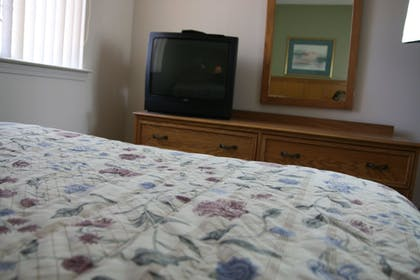 Guestroom | Affordable Suites Shelby