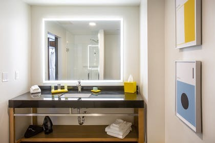Room | Hotel Indigo Everett - Waterfront Place