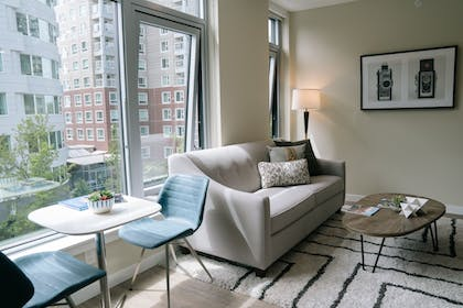 Featured Image   WhyHotel Seattle-Belltown Luxe Suites Wall Street